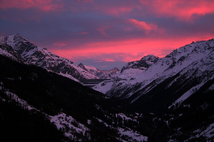 Les Collons, sunset over Dix Dam - © Helen Hunter | Skiproperty4vallees @ Skiinfo Lounge