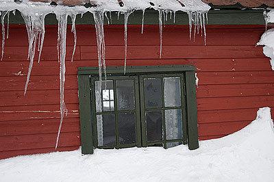 Verschneites Haus - © Hülle