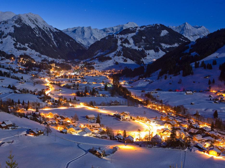 Fin de journée hivernale à Gstaad - © Gstaad Saanenland Tourismus