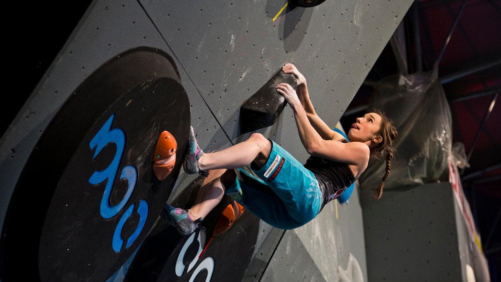 Juliane Wurm toppte im Finale drei der vier Boulder und holte verdient den Titel - © Nico Altmaier