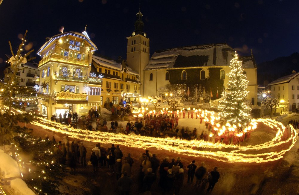 Christmas processions in pretty Megeve    - © JP Noisillier/nuts.fr
