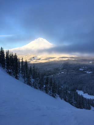 Mt. Hood Ski Bowl - [! skireport_firsthandpost_pagetitle ] - © Kyle's iPhone