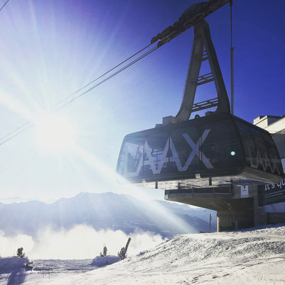 Laax - Bluebird days so far, but storms are brewing........  - © Damien's iPhone