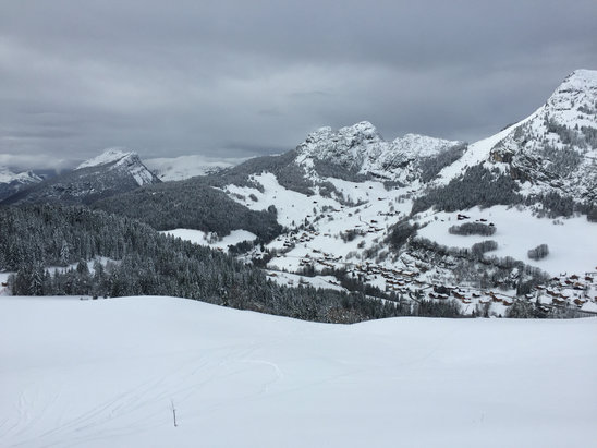 Le Grand Bornand - Brilliant skiing today and lots of fresh powder on the open runs!  - © Jane Hart's iPhone