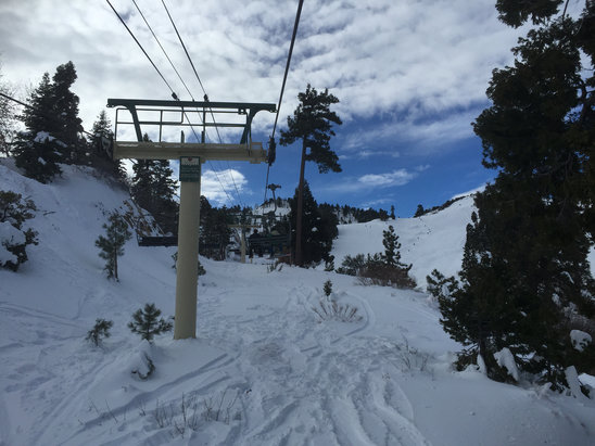 Bear Mountain - Great snow coverage, hurry up before it melts!! - © Joshua's iPhone