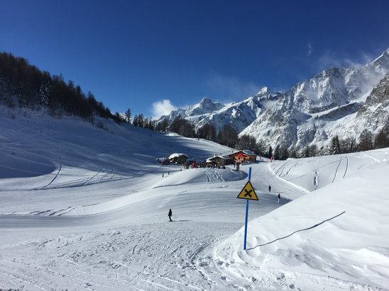 Courmayeur - Skiing excellent again today - © Terry's iPhone