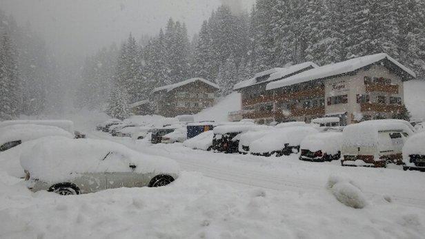 Damüls - super Schnee..schlechte Sicht... Pisten gut aber am Nachmittag ausgefahren - © hoko60