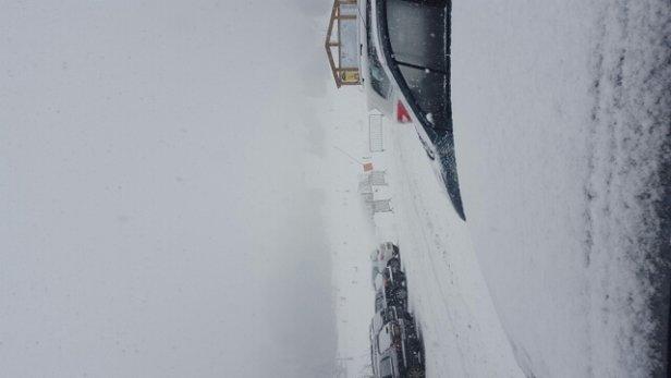 Formiguères - après un magnifique dimanche, le lundi était moins sympa....mais neige au top . A partir de 13h trop de chutes de neige pour que ce soit agréable.  Mais ça annonce un Week end superbe !!!!  - © philbussat