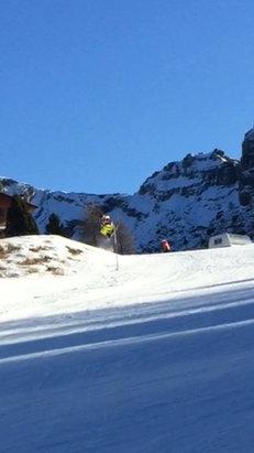 Piani di Bobbio e  Valtorta - Poca neve... Poca gente, tanto spazio per cadere..  Ottima giornata ore 12,30 13ºc  Condizioni piste buone Fino all'1  Mattiniero 20 €   - © iPhone di Alessandro