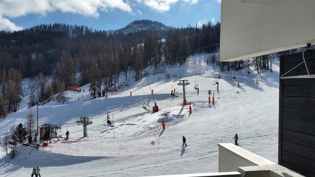 Puy Saint Vincent - de 9h a 11h cest bon mais a partir de 11h il faut monter à 1800 2000m pour trouver une neige plus agréable tout en restant limite.  - © feraud.vincent.1990