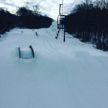 Shawnee Mountain Ski Area - A lot of small kids that just fly out but never the less the conditions were good today. Few spots of ice. Good coverage. Always have a great time in Shawnees terrain park.  - © apatti