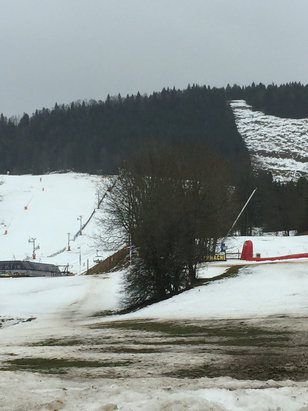 """Métabief Mont d'Or - Prévision d'ouverture des pistes hier soir: 80% du domaine ouvert Arrivée en station ce matin : 7 """"pistes""""ouverte dont 5 vertes et bleues donc deux """"correcte"""" pour 20€.... - © Charline"""