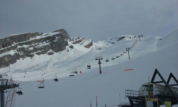 La Clusaz - Journée du 2.02.16 : De la glace en haut, de la p'tite soupe en bas. Certaines ont clairement des trous, gare à vos semelles!  - © Fabian