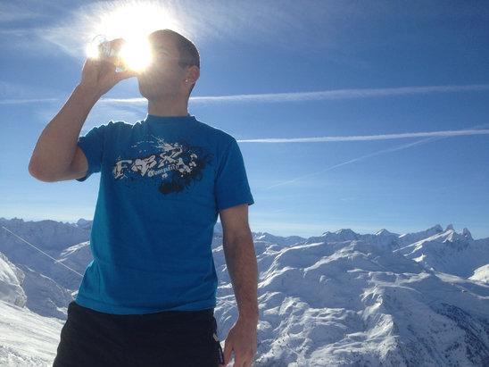 Valmeinier - On boit le soleil et la bonne neige ! Conditions idéales ce vendredi ... On se croirait en mars ou avril ! - © Vince