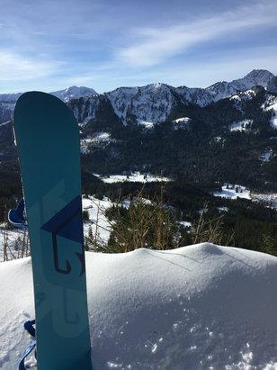 Spitzingsee - Tegernsee - Vormittags war der Schnee wirklich gut. Nach einer langen Wanderung gab es sogar eine kleine Tiefschneefahrt. Ab 13Uhr wurde es dann sulzig. Vor allem die Talabfahrt.   - © iPhone von Mike Narsesia