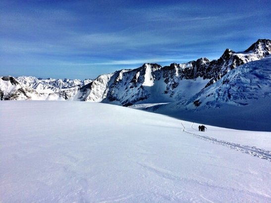Pitztaler Glacier - [! skireport_firsthandpost_pagetitle ] - © amazing tour on wildspit