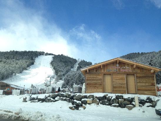 Les Angles - Journée de dimanche impeccable, beau temps, neige fraîche d'hier, conditions superbe manque juste en quantité  - © Mika de NANTES iPhone 5S