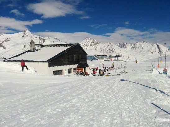La Thuile - suns out snow is good. - © ruthg1981