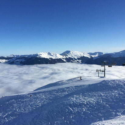 Hochzillertal - Best conditions, sun and powder.... Fog down in the Valley  - © Mirkos iPhone