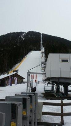 La Thuile - neve ottima prima giornata...molla un po' sul trado mattino h13..dopo le h14 sulle nere si trova neve a gobbe e marcia..con la tavola si puo'ma con gli sci attenzione..aggredire la neve..per il contesto planibel e stazione sciistica lode... - © gulbis66