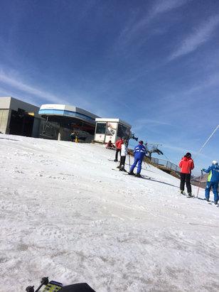 Campo Felice - Rocca di Cambio - Ieri poche piste aperte, bella giornata ma troppo caldo , si scia solo su neve artificiale ,dove sparata. - © iPhone di Alessandro