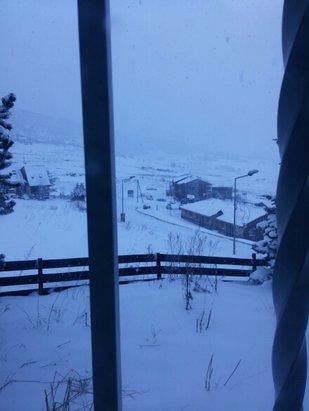 Les Angles - Et voilà encore de la neige ... après les 20 cm d'hier ! - © lardeuch