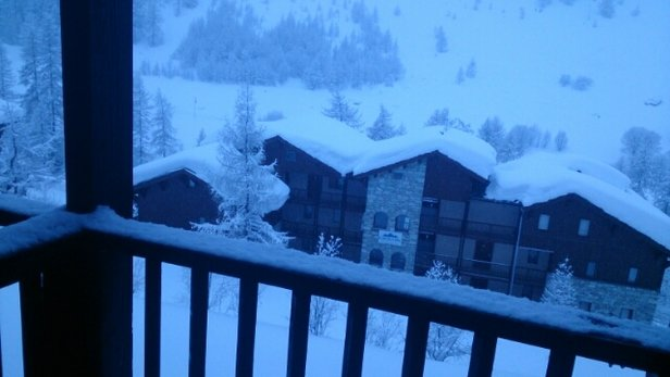 Val d'Isère - new snow overnight and it's still snowing. - © andrewhill3