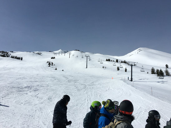 Mt. Bachelor - Beautiful day at the Summit. Worth the trip. 