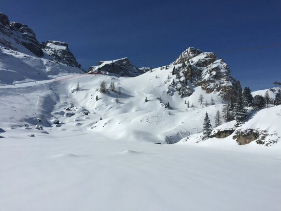Canazei - Belvedere - Det har vräkt ner snö över Canazeiområdet. Men vi fick några dagar med strålande sol också.  - © ToniRat