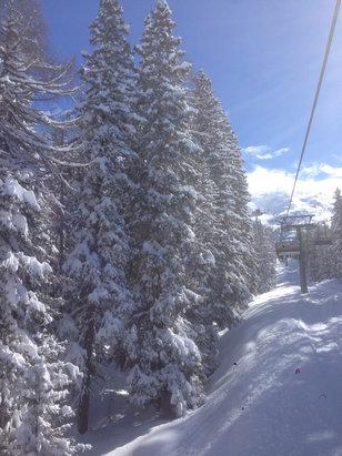 Madesimo - Un metro di neve fresca, metà impianti chiusi...peccato che quei ladri della Skyarea fanno pagare biglietto intero  - © iPhone