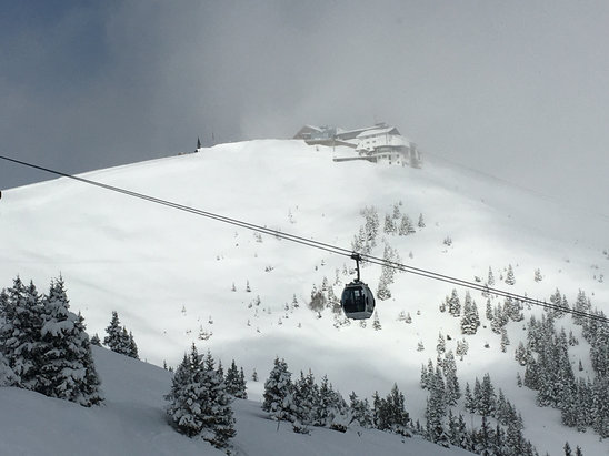 Zell am See - Schmittenhöhe - Na 3 dagen sneeuw vanaf vandaag weer de zon te zien - © iPhone van Silvia Irene