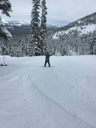 Northstar California - The last two people who gave reports on here have no clue what they're talking about other then it being pretty tracked out but what do you expect when the fluff storm hits and slams down a bunch of powder. Yesterday was amazing, no wet snow and not sticky AT ALL.  - ©Humboldt county shredder