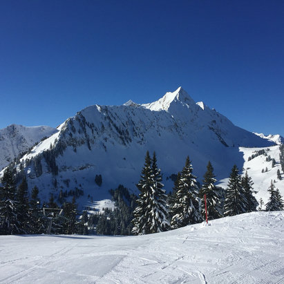 St Jean d'Aulps - Wonderful skiing this week at St Jean d'Aulps. Fresh snow, blue skies, clear pistes. Millionaire skiing! - ©iPhone