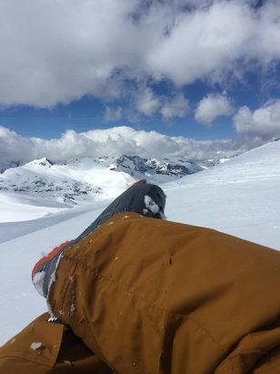 Les 2 Alpes - Le pied en haut du domaine.En bas, de la vraie soupe - © Seb