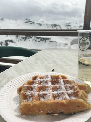 Les Carroz - Best waffles on the mountain  - © Kate
