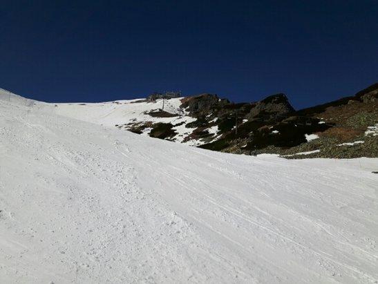 Zakopane - Kasprowy Wierch - 21.kwietnia.Piękna słoneczna pogoda, wspaniałe widoki - z powodzeniem można było poszusować na nartach i przy okazji złapać trochę opalenizny :) - © georgiokru