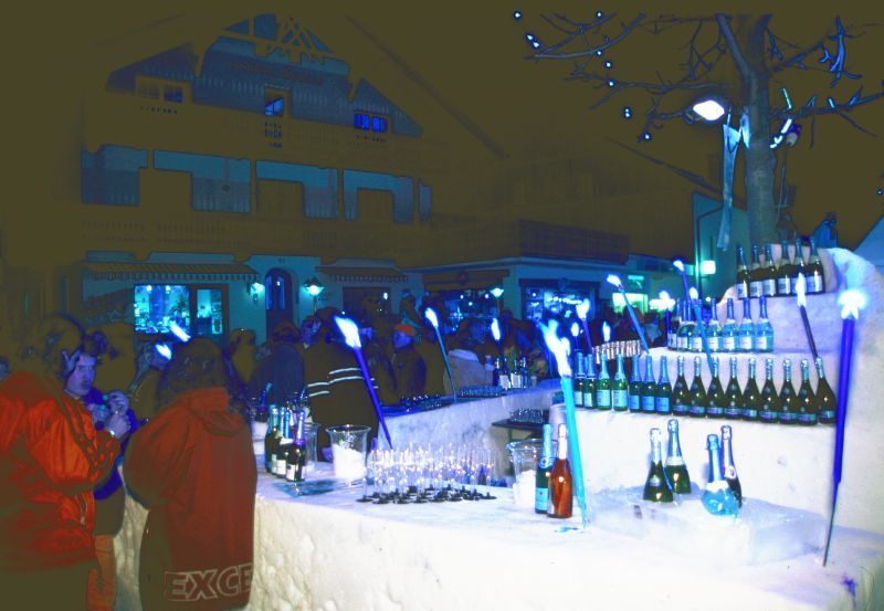 Snowbar at Seefeld – bottles lined up along bar