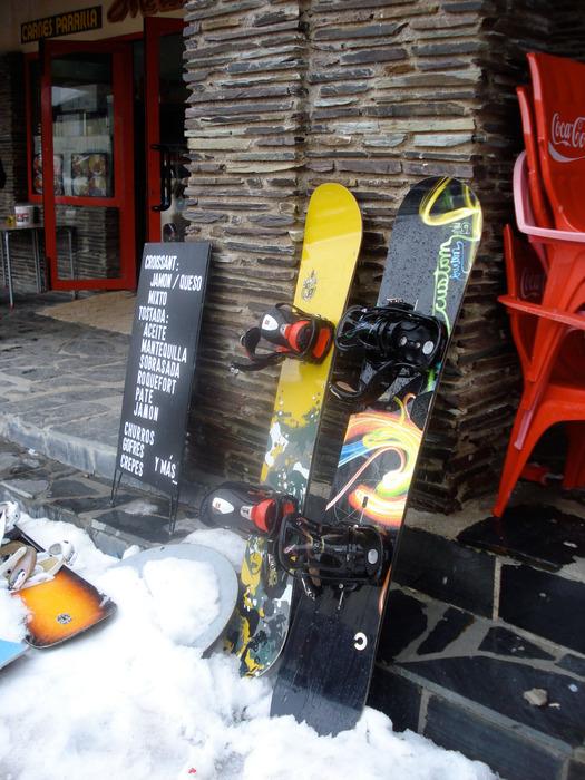 Snowboards in het Spaanse Sierra Nevada