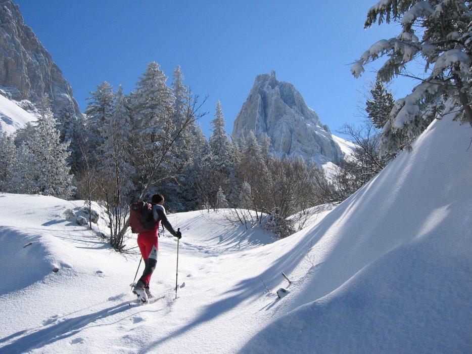 Les montagnes de Lus et les pentes de la Jarjatte, offrent un espace varié et encore peu fréquenté pour la pratique du ski de randonnée. - © Office de Tourisme du Pays Diois