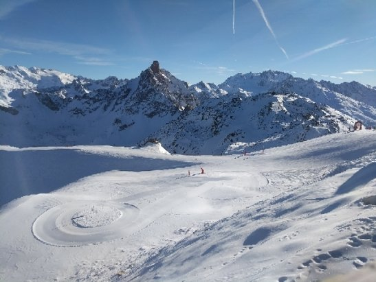 Courchevel - Nice snow at the top, they've worked hard to keep the pistes feeling good.