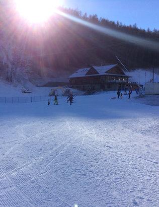Bardonecchia - Jefferau e Melezet aperte tutte le piste ... neve fresca prevista in settimana .Giornata stupenda , cielo limpido e neve Compatta . - © iSpace