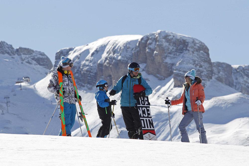 Les joies du ski en famille sur le domaine de Superdevoluy/La Joue du Loup - © Agence Urope