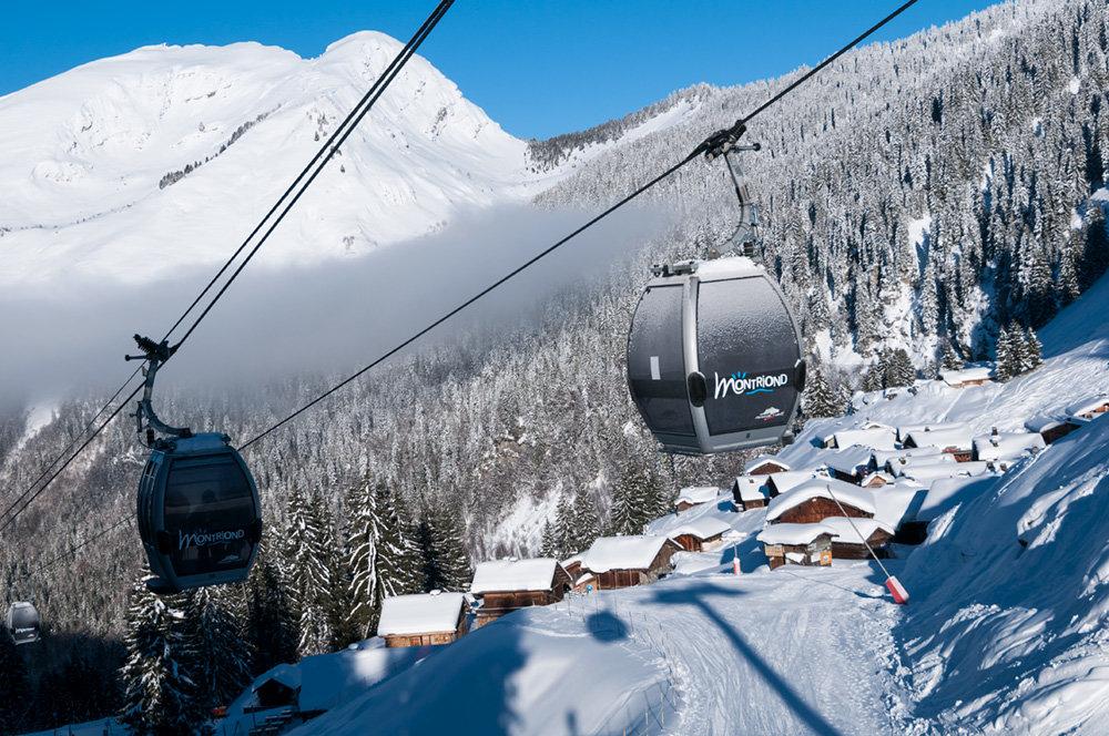 En route vers les pistes de ski enneigées du domaine de Montriond - Avoriaz - © Yvan Tisseyre / OT Vallée d'Aulps