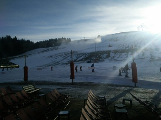 Les Gets - snow cannons working. some snow on open pistes. Very few runs open. Those that are snow variable good to icy. Crowded due to snow conditions - © Chalet Uxello