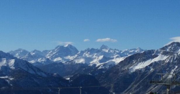 """Sauze d'Oulx - Neve ghiacciata e molto vento sulla seggiovia """"Rocce Nere"""" e su """"Lago Nero"""" (chiuse). - © DavideRamondetti2004"""