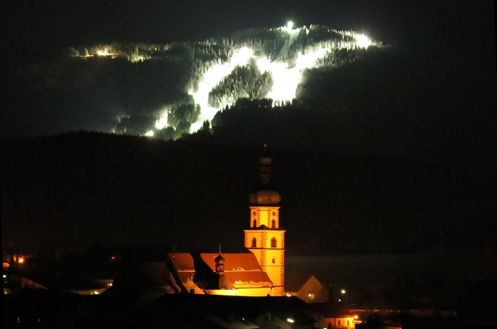 Flutlichtskifaahren im Skigebiet Hohenbogen - © Hohenbogenbahn