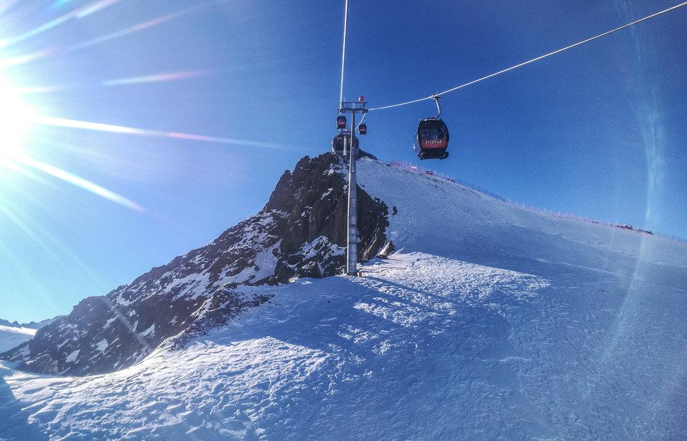 Mit der Gondelbahn gehts ab auf den Berg - © Pitztaler Gletscherbahn GmbH&CoKG