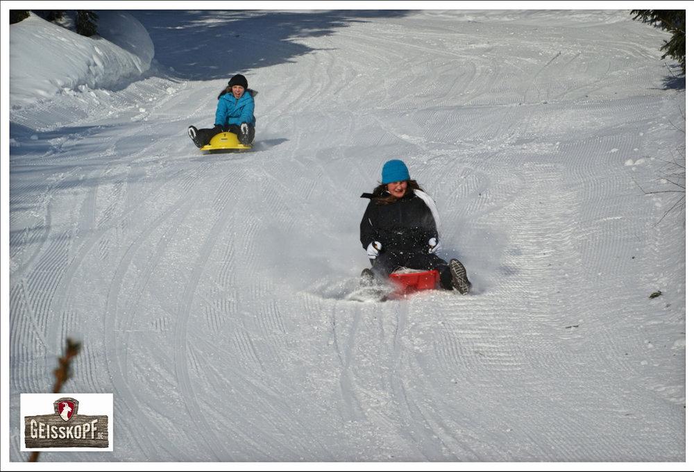 Schlittenfahrer im Skigebiet Geisskopf - © Skigebiet Geisskopf