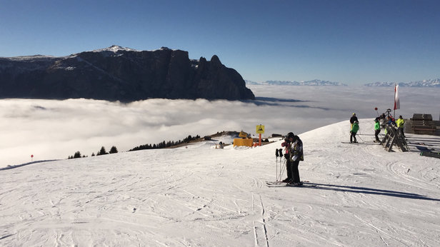 Alpe di Siusi / Seiser Alm - The best artificial snow ever!!! Perfect pistes! Thumbs up for the guys! - © iPhone