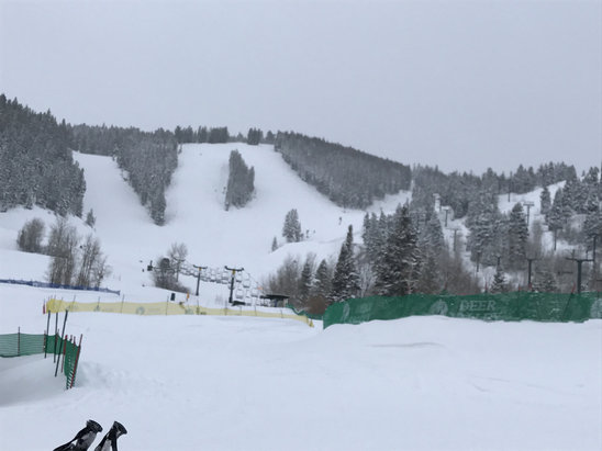 Deer Valley Resort - Didn't stand in a single queue all day, copious amounts of powder, a great work out,groomers were powder,great skiing, light was a little flat. - © Mr Wiz